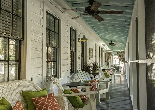 the screened porch at Screened Inn Vacation Rental