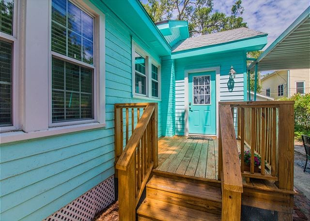 The turquoise Tybee Island door at Seafoam Shanty Cottage