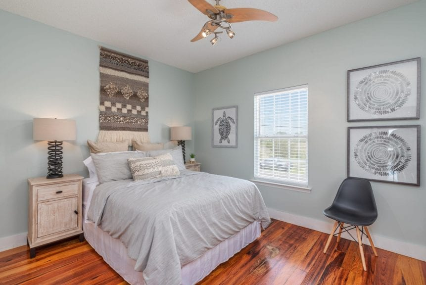 a bedroom at marsh mermaid duplex