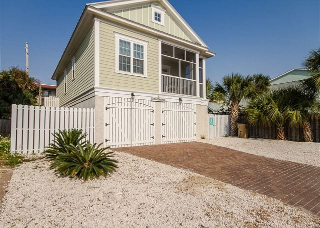 this is one of the six tybee island cottages to book for Labor Day