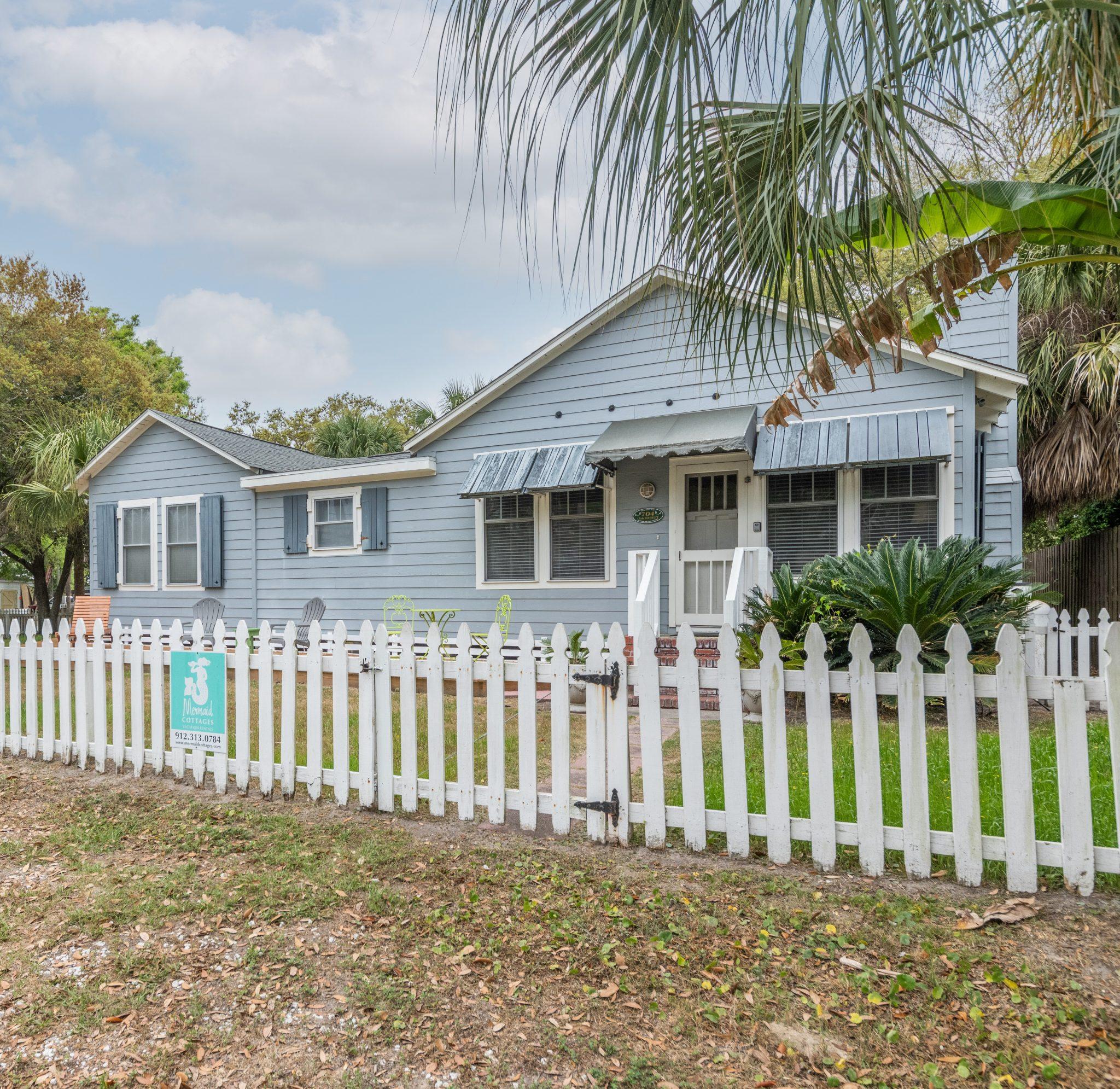 blue heron cottage is on a corner lot