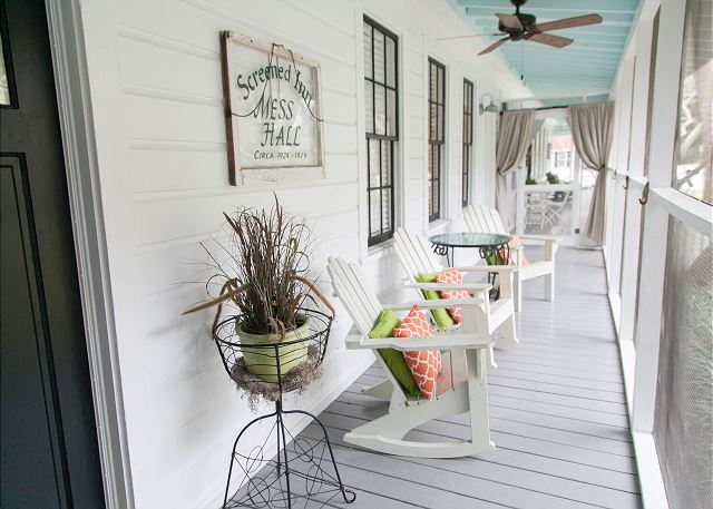 rain porches at screened inn